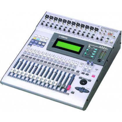 01V - Console numérique 32 canaux Yamaha